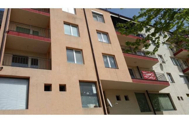 Тристаен апартамент с две спални в кв. Еленово